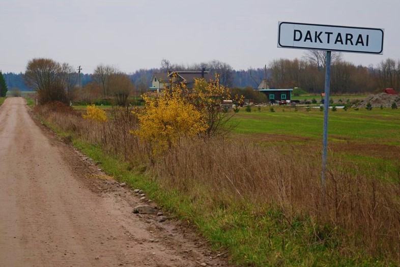 Daktarų kaime gyvenanti moteris jai pačiai nežinant tapo kito kaimo gyventoja.