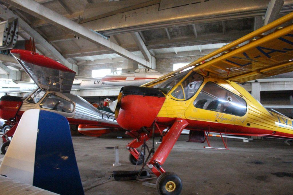 Sklandytuvus į dangų iškelia šis, vis dar skraidantis klubo lėktuvėlis.