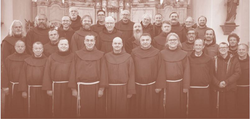 Po pusės amžiaus iš pogrindžio sugrįžę broliai pranciškonai.