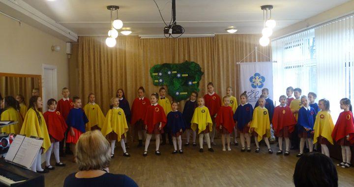 Susitikimų metu vaikai atliko muzikinę programą.