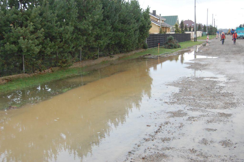 Po smarkesnio lietau patvinusios gatvės Kretingos rajono kaimuose yra dažnas reiškinys.