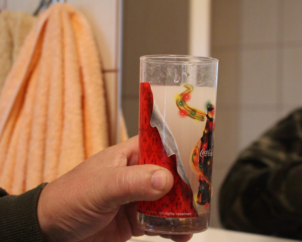 Lazdininkų kaime iš čiaupo bėgančio vandens negalima gerti.