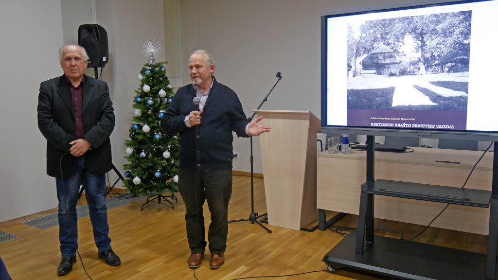 """Knygos """"Kretingos krašto praeities vaizdai"""" sudarytojai istorikai – kretingiškis Julius Kanarskas bei klaipėdietis Kęstutis Demereckas. Jolantos Klietkutės nuotr."""