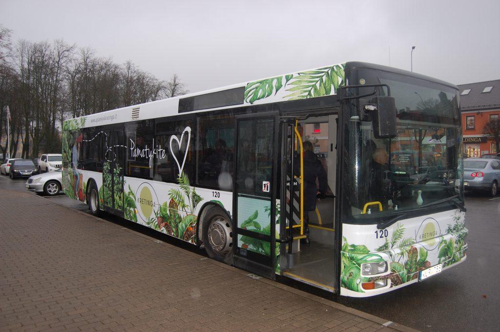 Šis priemiesčio maršrutais važinėjantis reklaminis autobusas užsuks ir į Žibininkus, kuriuose veikia du didžiausi rajono turizmo objektai.