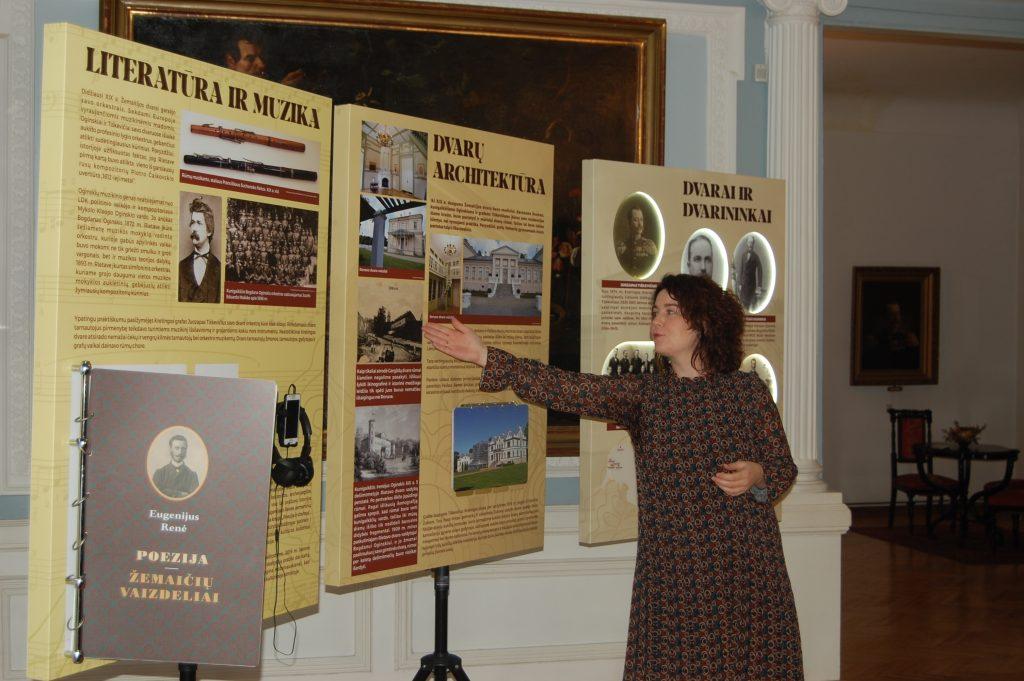 Kilnojamąją parodą pristatė Gargždų krašto muziejaus vyr. fondų saugotoja, menotyrininkė Regina Šiurytė-Šimulienė.