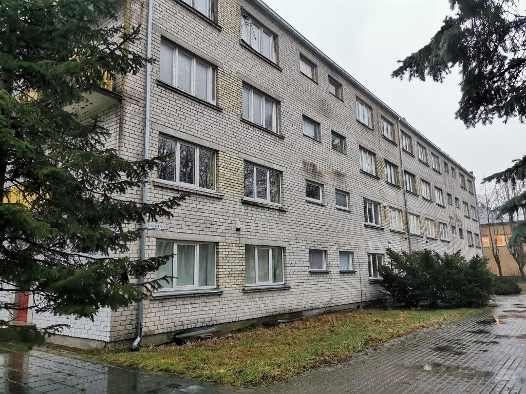 Šiame prieš daugiau nei 50 metų statytame bendrabutyje gyveno 22 šeimos, patalpas nuomojosi 5 įstaigos.