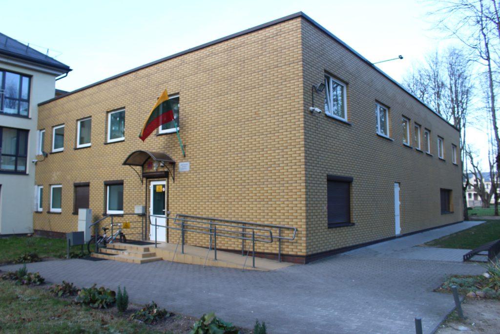 Sporto mokykla įsikūrė Kretingos dvaro pašonėje.