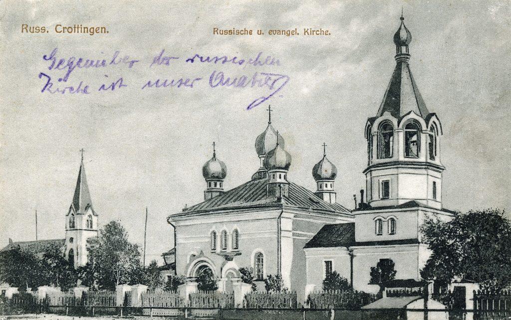 1875 m. pastatyta ortodoksų Šv. Vladimiro cerkvė. Kairėje – 1897–1899 m. pastatyta evangelikų liuteronų kirchė. R. Šmito ir R. Kripso atvirukas, Klaipėda, apie 1900 m.