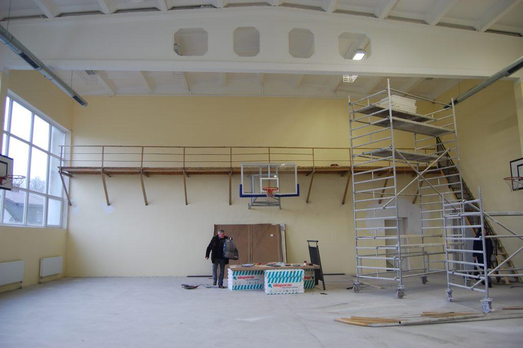 Antrą dešimtmetį vis dar renovuojama Salantų gimnazija, prieš 13 metų iš VIP gavusi 2,57 mln. eurų, šios programos lėšų naudojimo limitą jau išeikvojo. Autorės nuotr.