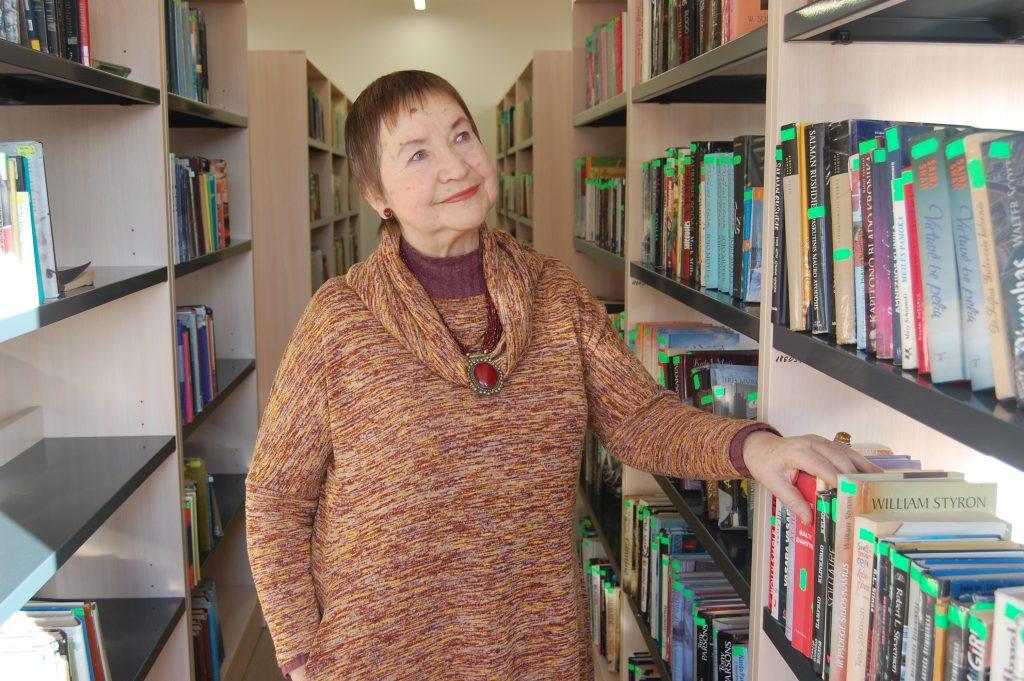 Išmokusi skaityti dar neturėdama nė ketverių Jūratė Sofija Laučiūtė knygų iš rankų nepaleido visą gyvenimą. Autorės nuotr.