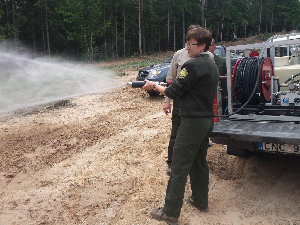 Pasak miškininkų, padidinto pravažumo ir visą reikalingą įrangą turintys visureigiai miško gaisrams gesinti pajūrio juostoje labai pasiteisino.