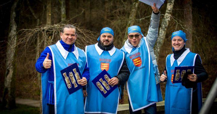 Šiemet Stintų šventės dalyvius linksmino trys kretingiškiai (iš kairės) Nerijus Stasiulis, Simas Končius ir Dovydas Bajoras bei palangiškis Tautvydas Lubys. Organizatorių nuotr.