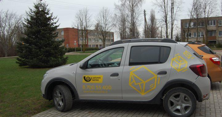 """Naujų automobilių įsigijusi valstybinė įmonė """"Lietuvos paštas"""" nesugebėjo pasirūpinti būtiniausiais savo darbuotojų poreikiais. Autorės nuotr."""