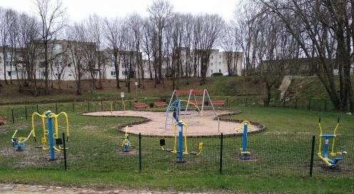 Pastauninko parke įrengti nauji treniruokliai.
