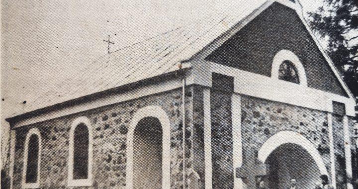 1990 m. lapkritis. Senosiose kapinėse pašventinta restauruota šv. Jurgio koplyčia.