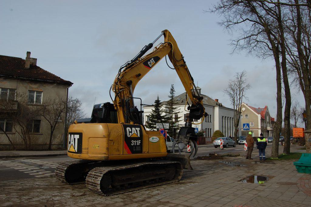 Vilniaus g. rekonstrukcijos pradžia prasidėjo nuo senų medžių šalinimo. Autorės nuotr.