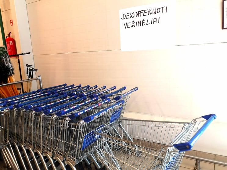 Pirkiniųū vežimėliai turbūt niekada nebuvo tokie švarūs, kaip dabar.