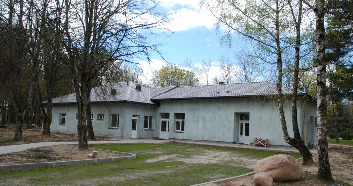 """Nakvynės namų statybą užbaigs ir eksploatacijai atiduos Kretingoje įsikūrusi UAB """"Arkosta"""". Autoriaus nuotr"""