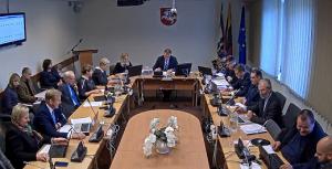 Kretingos rajono savivaldybės tarybai nesiseka posėdžiauti nuotoliniu būdu.