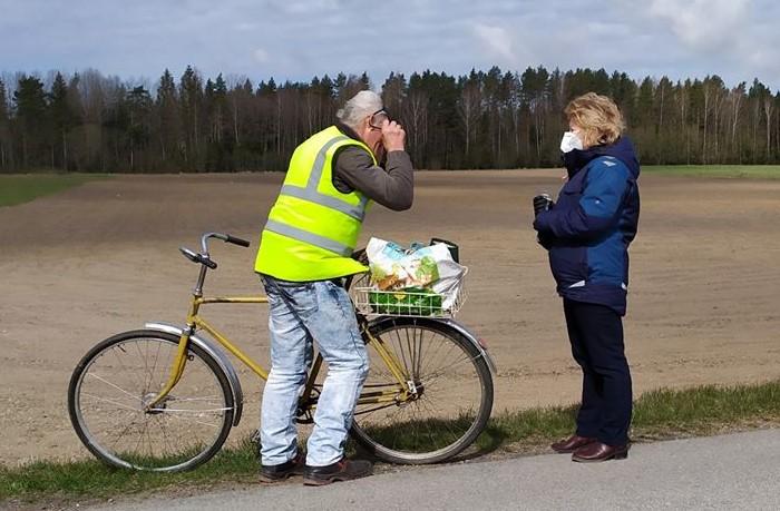 Civilinės saugos ir viešosios tvarkos specialistai užsuko ir į kai kuriuos rajono kaimus. Savivaldybės nuotr.