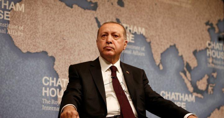 Turkijos prezidentas Recepas Tayyipas Erdoganas medicininės įrangos išgabenimą į Lietuvą. SCANPIX nuotr.