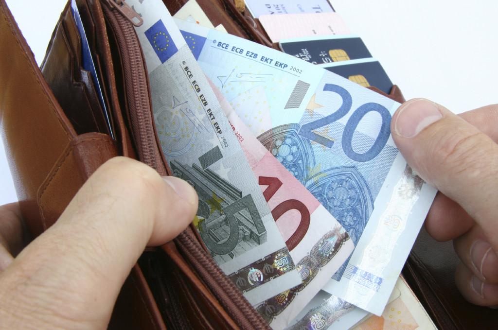 Jeigu visi 206 kretingiškiai, laiku nedeklaravę turto, sumokėtų maksimalias baudas, suma virštytų 37 tūkstančius eurų. Asociatyvi nuotr.