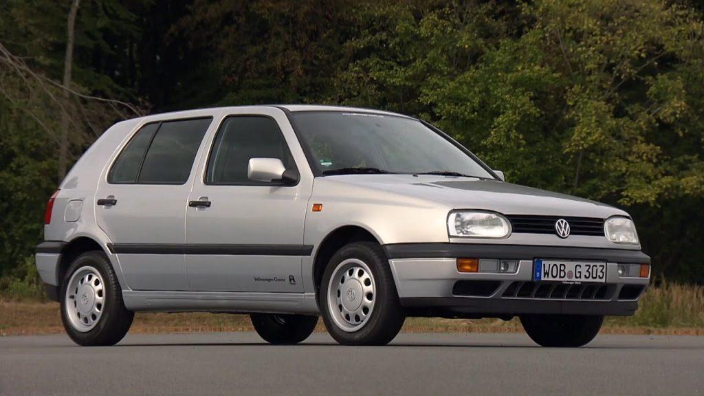 """Pareigūnai šią naktį Vydmantuose sustabdė girto ir vairuotojo pažymėjimo neturinčio kretingiškio vairuojamą """"VW Passat"""". Asociatyvi nuotr."""