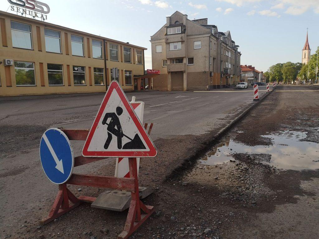 Praėjusią savaitę susirinkusi Eismo saugumo komisija dar vienam mėnesiui pratęsė eismo ribojimą rekonstruojamoje  Vilniaus gatvėje. Ligitos Sinušienės nuotr.