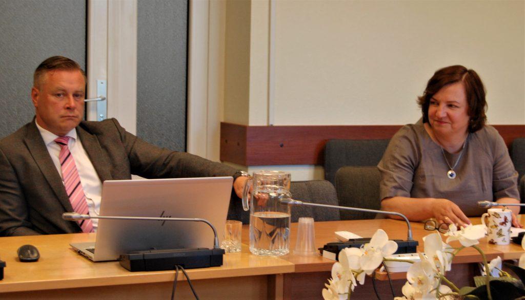 Štai taip meras Antanas Kalnius ir administracijos direktorė Jolanta Girdvainė sureagavo į Jolitos Vaickienės inicijuotą direktorės tarnybinį patikrinimą.  Autorės nuotr.