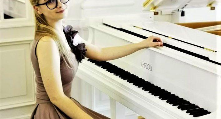 Devyniolikmetė kretingiškė Marija Guščiūtė buvo pirmoji klasikinės muzikos atlikėja Lietuvoje, kurios gyvai atliekamas kūrinys suskambėjo karantino metu. Asmeninio archyvo nuotr.