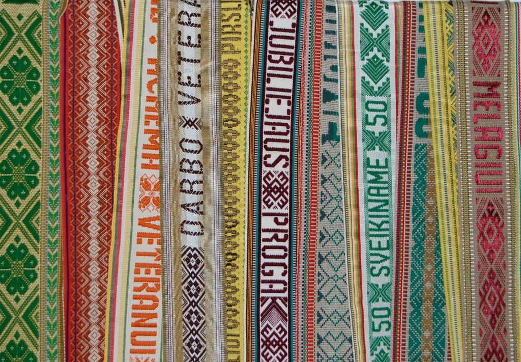 Kretingos muziejus kviečia apžiūrėti tautinių juostų ir rankšluosčių parodą.