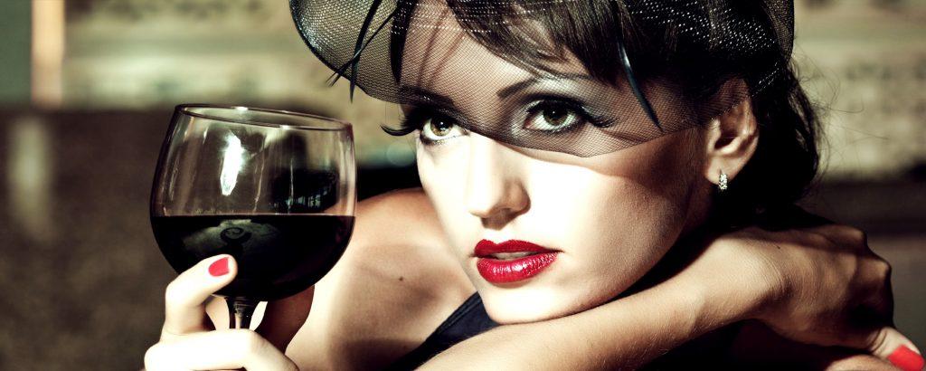 Regis, visai nekaltas vyno gurkšnojimas vakarais gali smarkiai pažeisti kepenis. Asociatyvi nuotr.