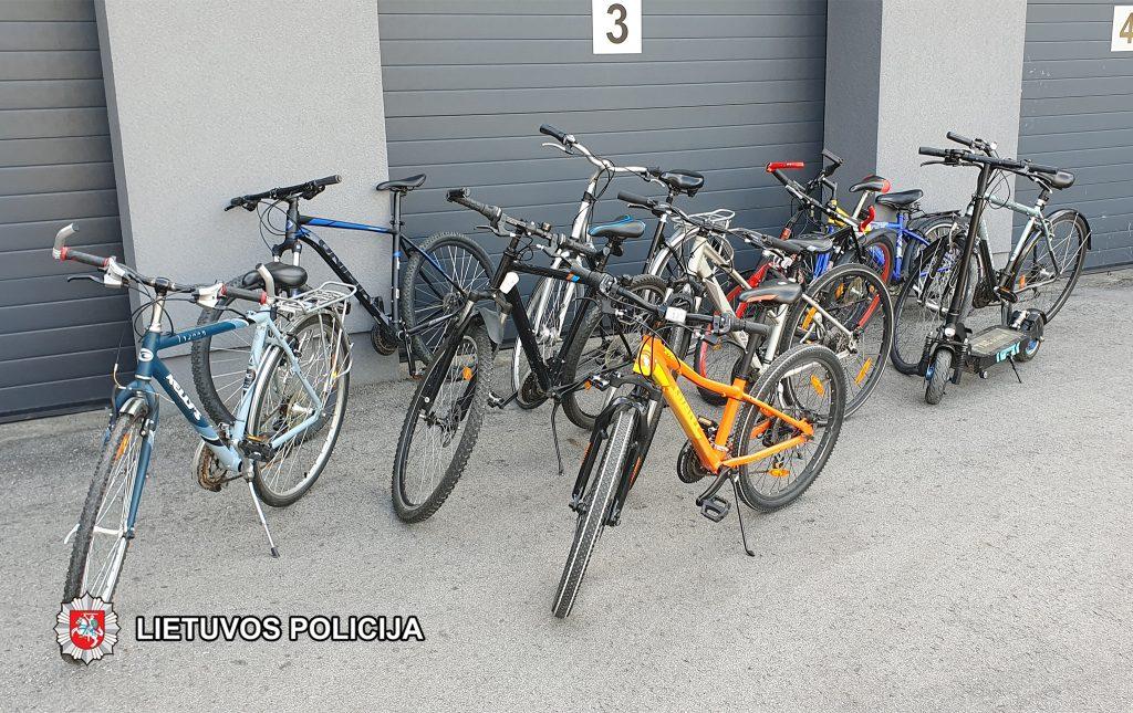 Kurorto policijos pareigūnai sulaikė 4 vagis ir surado 8 vogtus dviračius bei elektrinį paspirtuką.