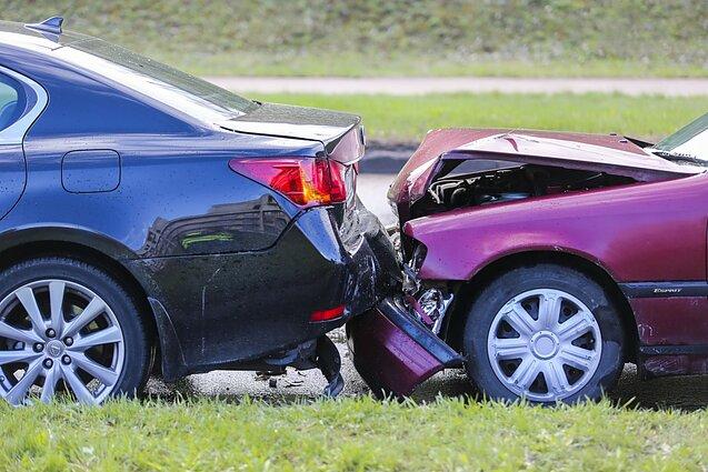 Prieš porą valandų Kretingalėje automobilis prispaudė žmogų. Asociatyvi nuotr.