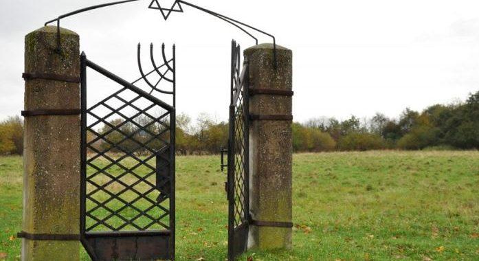 Kretingos miesto žydų senųjų kapinių vartai. Jolantos Klietkutės nuotr.