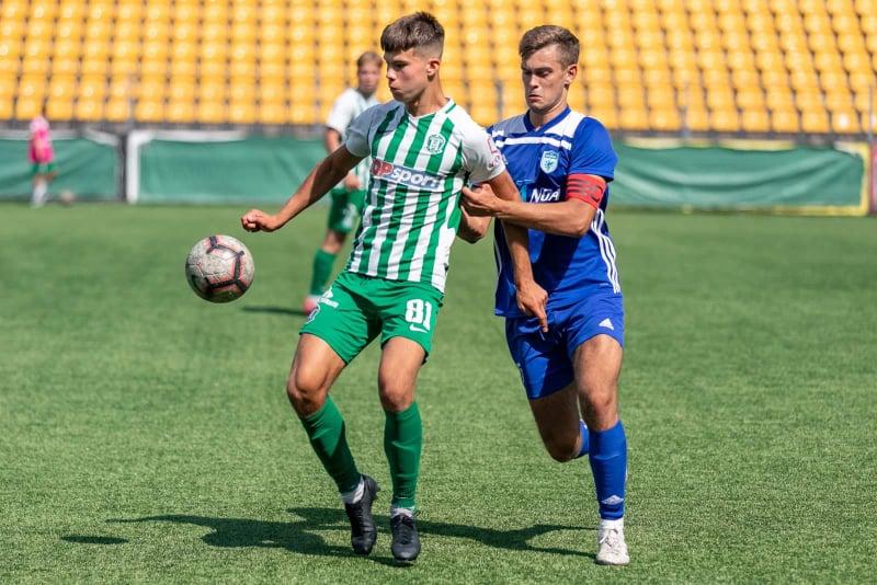 """Ainiui Vilavičiui, kaip ir visai """"Minijos"""" komandai, sunkiai sekėsi stabdyti rezultatyviausią 1 lygos žaidėją Meinardą Mikulėną. FK """"Žalgiris"""" nuotr."""