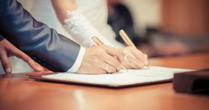 Rugpjūčio 16 d. prieš 80 m. Kretingoje įregistruota pirmoji civilinė santuoka. Shutterstock nuotr.