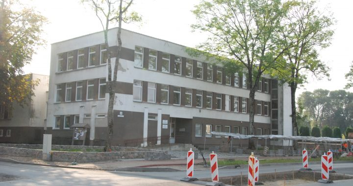 Buvusio Motiejaus Valančiaus viešosios bibliotekos pastato bėdos paskatino Savivaldybės administracijos vadovus bei Tarybos narius prisiminti, kas kieno nurodymus privalo vykdyti.