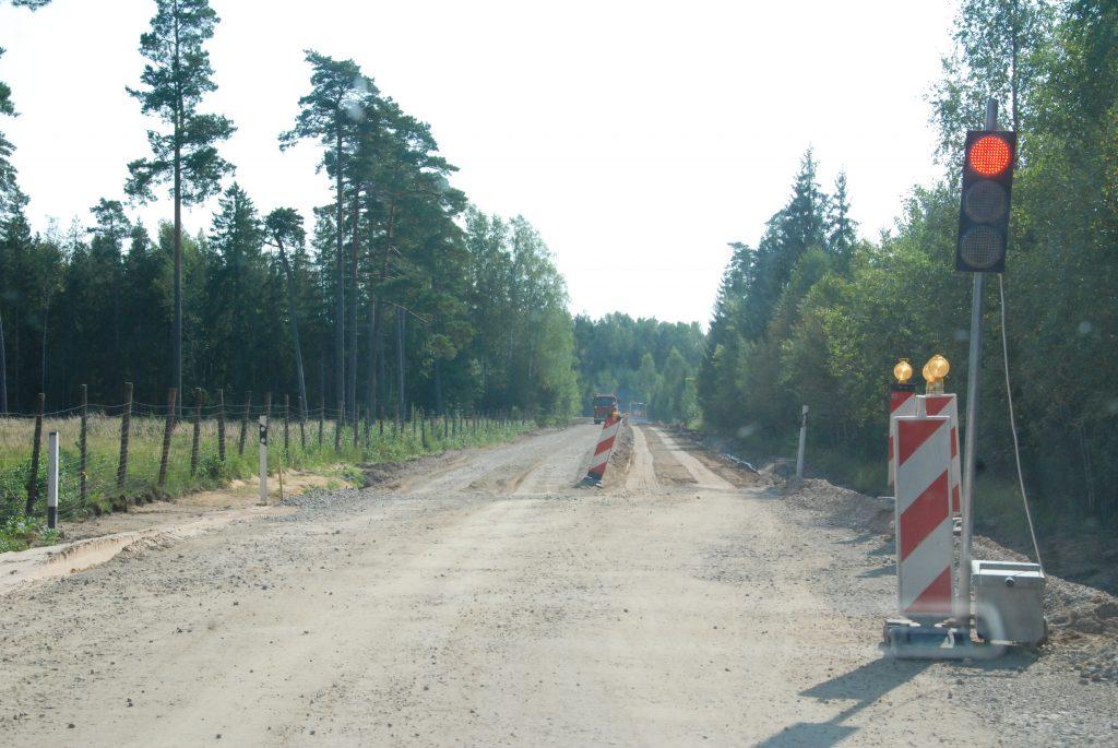 Pravažiuoti remontuojamu keliu Darbėnai–Kūlupėnai dabar itin sudėtinga.