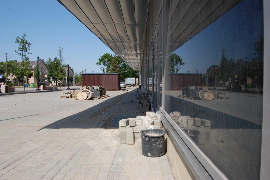 Dėl metų metais nesibaigiančių Kretingos sporto ir pramogų komplekso statybų Kretingos rajono savivaldybė šiuo metu bylinėjasi su trimis įmonėmis. Ligitos Sinušienės nuotr.