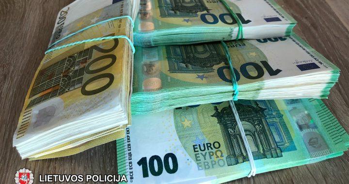 Liepos mėnesį uostamiesčio pareigūnai vienoje įmonėje bei jos vadovų namuose rado apie 50 tūkst. eurų grynais pinigais.
