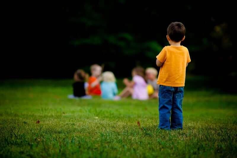 Sveikatos apsaugos ministerijos teigimu, pajutusių koronaviruso simptomus vaikų niekas be tėvų žinios neatskirs ir prievarta neizoliuos. Asociatyvi nuotr.