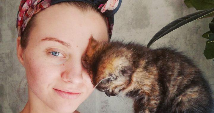 Veronika Šiaulinskienė su vienu iš mažųjų savo globotinių. Asmeninio archyvo nuotr.