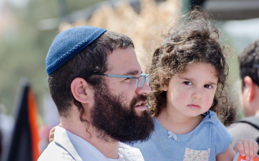 Žydai vaikų auklėjimui skiria išskirtinai didelį dėmesį.