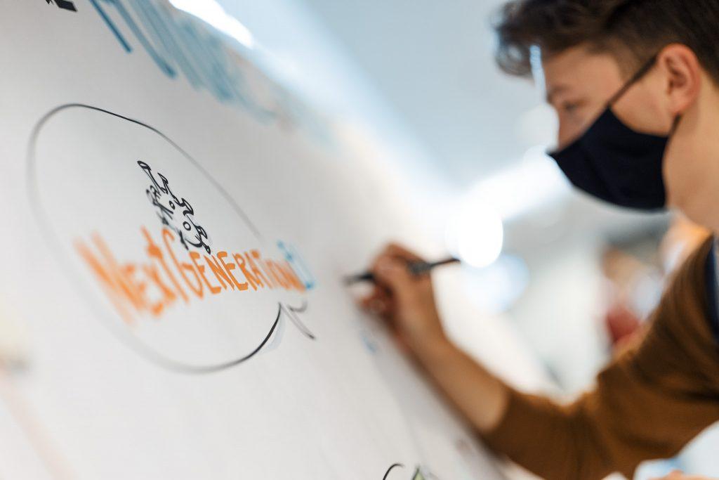 Koronaviruso pandemija privertė ES skolintis milijardus skaitmeninimui stiprinti ir kibernetiniam saugumui užtikrinti.