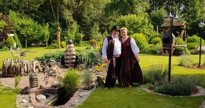 Šį birželį savo vestuvių metinių proga Petras ir Gražina Galdikai pasipuošė tautiniais rūbais. Asmeninio archyvo nuotr