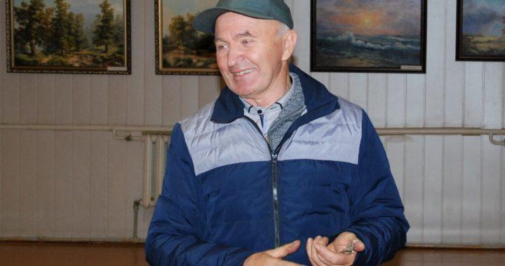 Edvardas Tedevušas Stalmokas apie savo kūrybos kelią pasakoja su šypsena. Aisto Mendeikos nuotr.