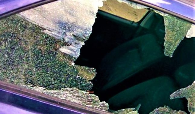 Palangoje vagys išdaužė automobilio stiklą ir išlupo dalį jos įrangos. Asociatyvi nuotr.