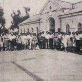1985 m. liepos 18 d., išvykstančiųjų palydos į Dainų šventę Kretingos miesto geležinkelio stotyje.