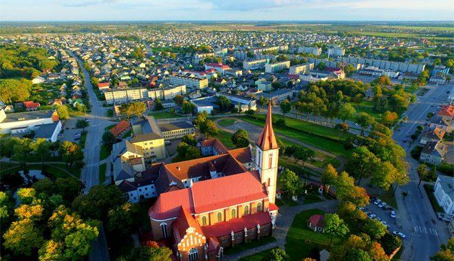 Kretingos rajono savivaldybės teritorijoje žemės sklypus turi 338 šalies įmonės ir 21 520 šalies gyventojų.